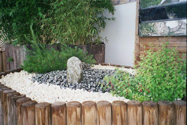 massif avec galets galet pour jardin galet blanc with massif avec galets trendy composition. Black Bedroom Furniture Sets. Home Design Ideas